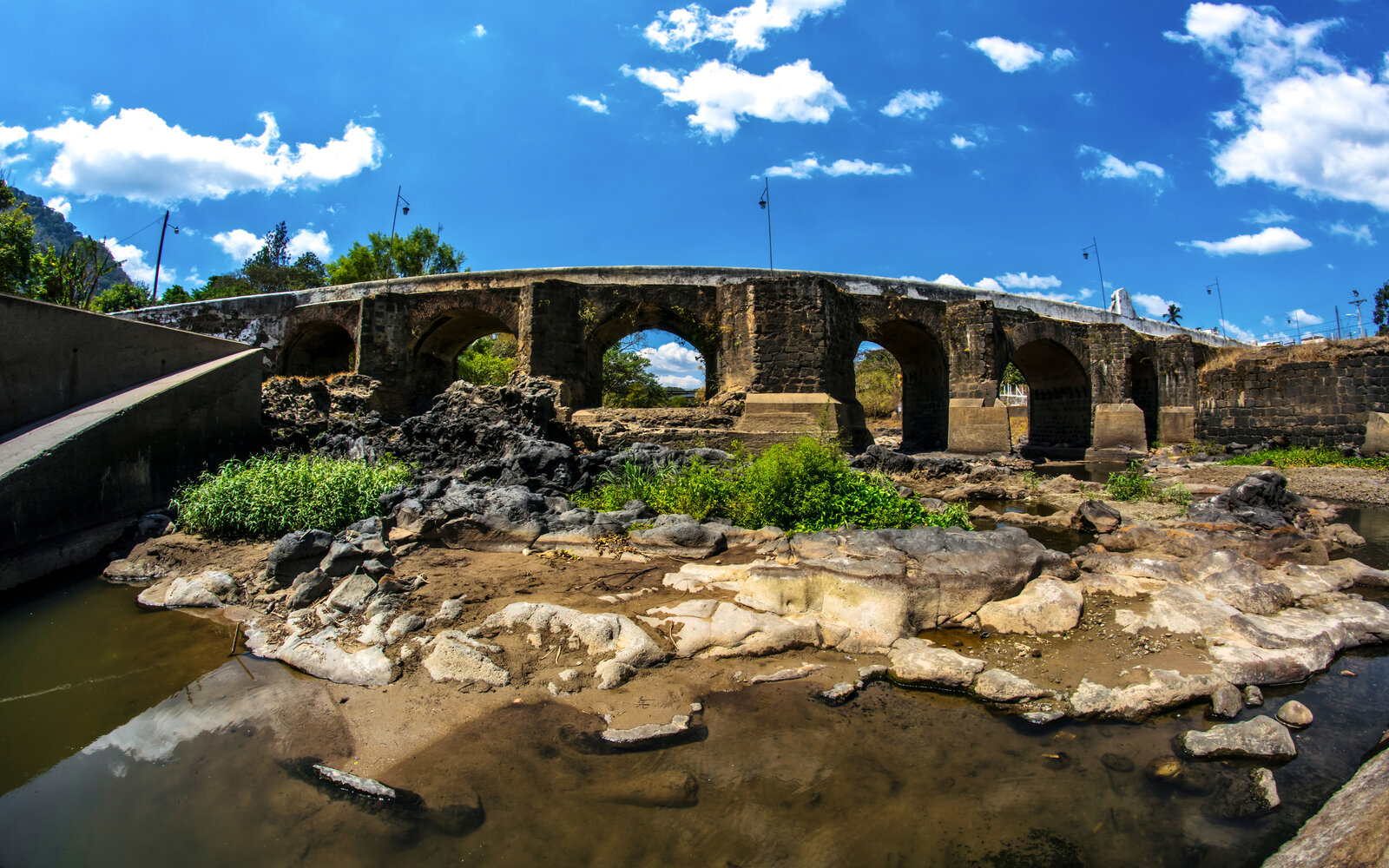 Puente y Río Los Esclavos